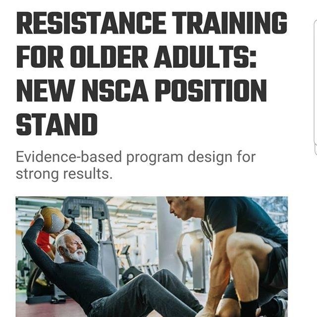 For gammel for å trene? Tull og tøys, nettopp når vi blir voksne trenger vi å trene. Med små barn, og etterhvert store barn, er deg å være gode forbilder viktig, sammen med å ha overskudd og styrke i hverdagen. Som godt voksne er det ekstra viktig for å opprettholde helse og funksjon i hverdagen. Med et godt tilrettelagt opplegg trener du deg sterkere og friskere.Og hva med å trene sammen, halvvoksne, voksne og godt voksne? Etter vår erfaring en flott måte å være sammen på og støtte hverandre i gode vaner, og det er gøy! Vi har både vanlig medlemsskap, og mulighet for veiledning av sertifisert PT. Vi brenner for å gjøre livet ditt litt bedre️